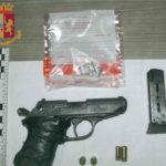 Minaccia un uomo sul bus con pistola a salve, un arresto a Reggio