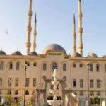 Egitto: abbraccia un collega, espulsa da al-Azhar