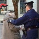 Ruba bancomat e libretto risparmio a 94enne, denunciata badante