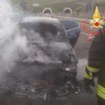 Auto in fiamme sulla 106 nel Catanzarese, nessun ferito