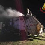 Autocompattatore in fiamme a Cutro, indagini