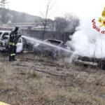 Dieci auto in fiamme in un deposito nel Vibonese, indagini