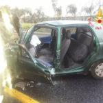Incidenti stradali: sbanda e finisce contro guardrail, conducente ferito