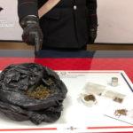 Droga: 43enne arrestato dai Carabinieri a Davoli, segnalti 3 giovani
