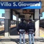 Su treno senza biglietto aggredisce agenti, arresto a Villa S.Giovanni