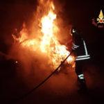 Autovettura in fiamme all'alba a Tropea, indagini