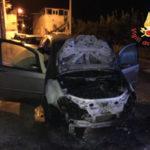 Auto parzialmente distrutta da un incendio nel Catanzarese