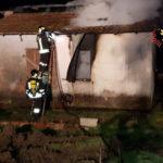 Incendio doloso distrugge casolare nel Catanzarese, indagini
