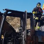 Escavatore in fiamme a Cropani, illeso operaio