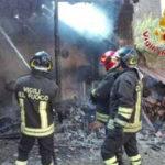 Fabbricato rurale in fiamme a Tropea, indagini