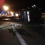 Incidenti stradali: tir si ribalta sull'A2, ferito conducente
