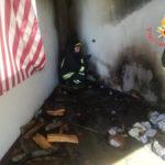 Incendio in pieno centro nel comune di Botricello, in fumo veranda