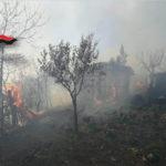Incendio vicino abitazione, anziani salvati dai Carabinieri Forestali