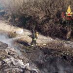 Lamezia: discarica abusiva a fuoco  in località Rotoli