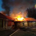 Incendio a centro commerciale Cotronei: distrutti 5 negozi