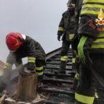 Incendi: rogo su un tetto a Chiaravalle domato dai vigili del fuoco