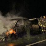 Crotone:problemi al motore, auto in fiamme sulla statale 106 a Sant'Anna