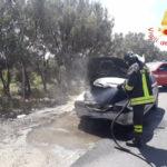 Incendio autovettura nel comune di Cropani, domato dai Vigili