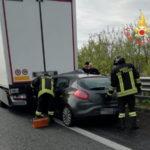 Incidenti stradali: auto tampona Tir su A2, un ferito grave