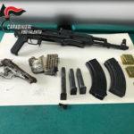 Armi: kalashnikov, pistola e caricatori sequestrati nel Vibonese