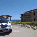 'Ndrangheta: 2 immobili abusivi confiscati demoliti nel Crotonese