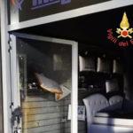 Lamezia: a fuoco un negozio di materassi e divani in via Marconi