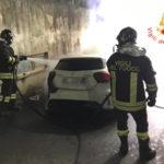 Catanzaro: autovettura in fiamme in Via Leonardo da Vinci
