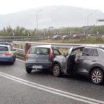 Incidenti stradali: scontro tra due auto su svincolo A2, muore una donna