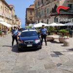 Fermato senza casco e assicurazione, minaccia carabinieri: arrestato