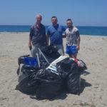 Lamezia: volontari ripuliscono la spiaggia località Ginepri
