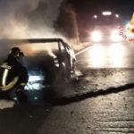 Incendi: a fuoco nella notte una Audi A3 nel Lametino