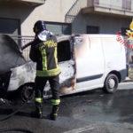 Incendi: a fuoco nel catanzarese un autofurgone Peugeot