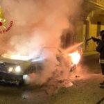 Isola Capo Rizzuto, auto in fiamme nella notte