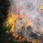 Incendi: 45 roghi in Calabria, fiamme vicine alle abitazioni