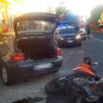 Incidenti stradali: scontro tra una moto ed un'auto, un ferito