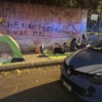 Famiglia migranti per strada, poliziotti di Cosenza pagano albergo