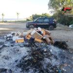 Smaltiva rifiuti bruciandoli, denunciato titolare villaggio