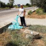 Lamezia: Meetup 5 Stelle ripulisce stradone che costeggia il Municipio