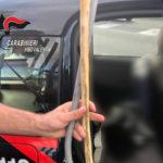 Bastone e cavo elettrico in un'auto a Vibo, una denuncia dei Cc