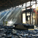 Capannone adibito a deposito in fiamme a Catanzaro