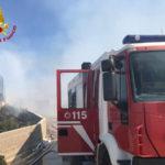 Incendi: container di una ditta distrutto dalle fiamme a Cutro
