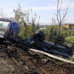 Si ribalta rimorchio autocisterna su SS18 a Lamezia, nessun ferito