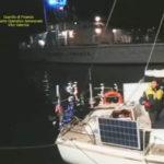 Migranti: veliero con 31 persone a bordo in Calabria, fermati scafisti