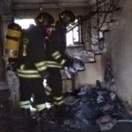 Luci presepe in tilt, incendio in appartamento a Lamezia Terme
