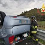 Incidenti stradali: Auto si ribalta sulla ss 280 verso Catanzaro, un ferito