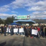 """Sanità: sit-in di protesta a Lamezia Terme, """"giù le mani dall'ospedale"""""""