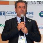 Crosia: sindaco consegna una pergamena per i nati del 2019