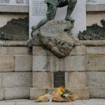 Lamezia: Maria Fida Moro depone fascio fiori al Monumento ai Caduti