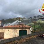 Incendi: a fuoco villetta nel comune di Nocera Terinese