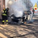 Incendi: a fuoco macchia mediterranea coinvolte tre auto